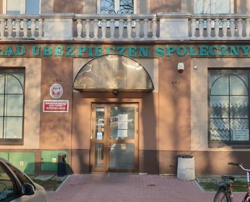 zdjęcie budynku wejście do zus ekspertyza ornitologiczna