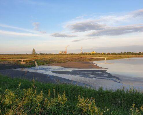 zdjęcie kwatery na składowisku odpadów w tle elektrownia nadzór przyrodniczy