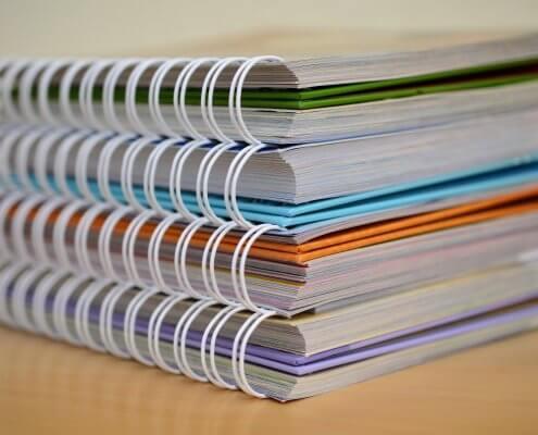 stos dokumentów na biurku ocena oddziaływania na środowisko