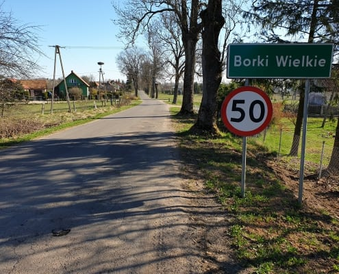 zdjęcie drogi ze znakiem drogowym ocena oddziaływania na środowisko